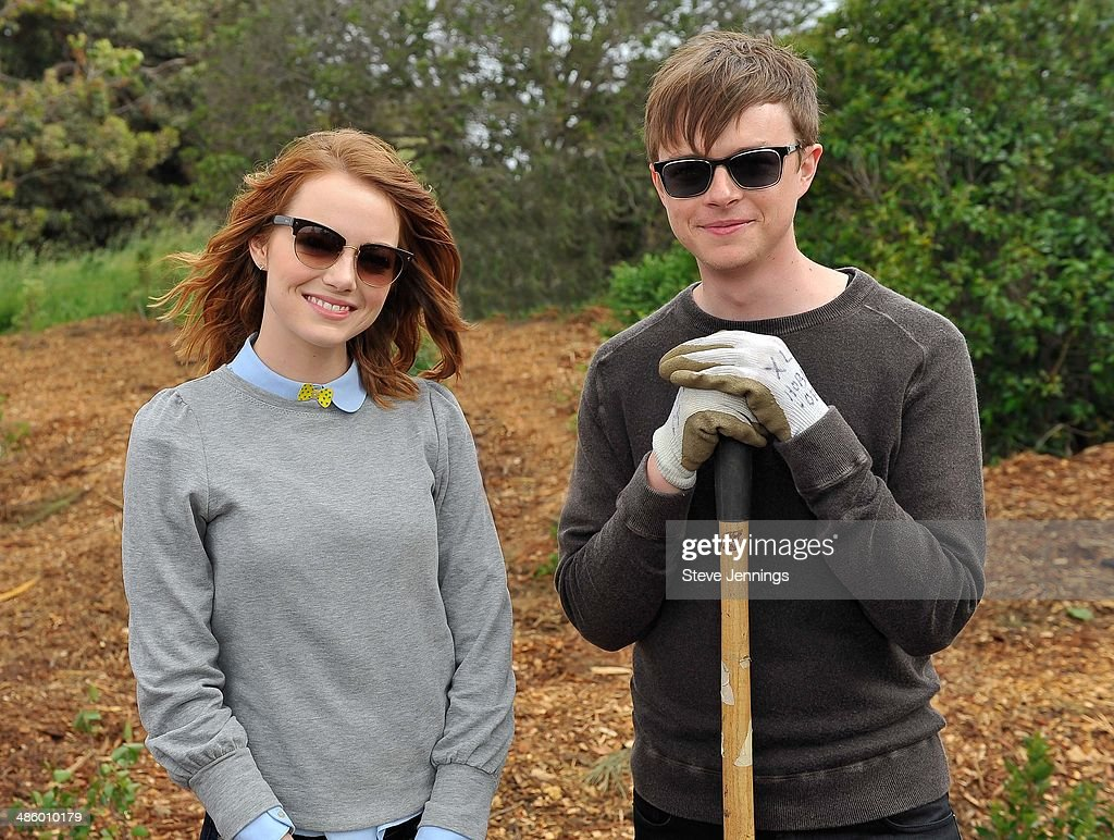 http://media.gettyimages.com/photos/emma-stone-and-dane-dehaan-cast-members-of-the-amazing-spiderman-2-picture-id486010179