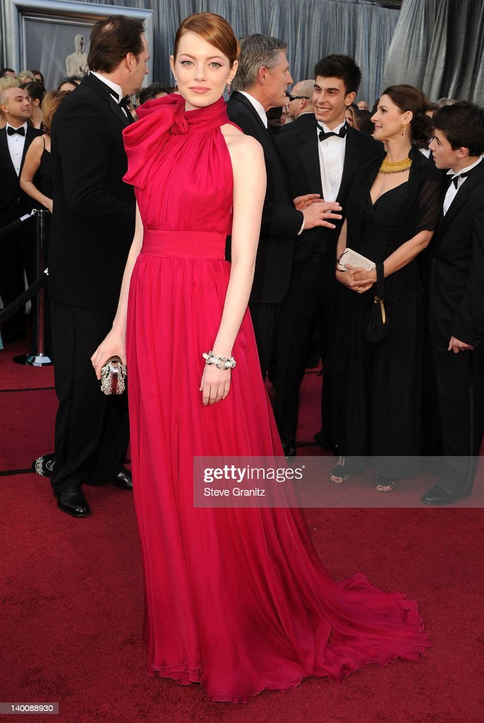 Emma Stone arrives at the 84th Annual Academy Awards at Grauman's Chinese Theatre on February 26, 2012 in Hollywood, California.