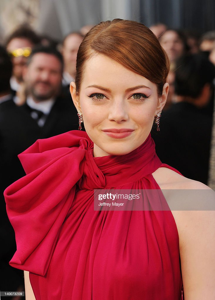 <a gi-track='captionPersonalityLinkClicked' href=/galleries/search?phrase=Emma+Stone&family=editorial&specificpeople=672023 ng-click='$event.stopPropagation()'>Emma Stone</a> arrives at the 84th Annual Academy Awards at Hollywood & Highland Centre on February 26, 2012 in Hollywood, California.