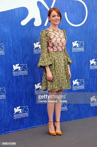 emma-stone-attends-a-photocall-for-la-la-land-during-the-73rd-venice-picture-id598043086