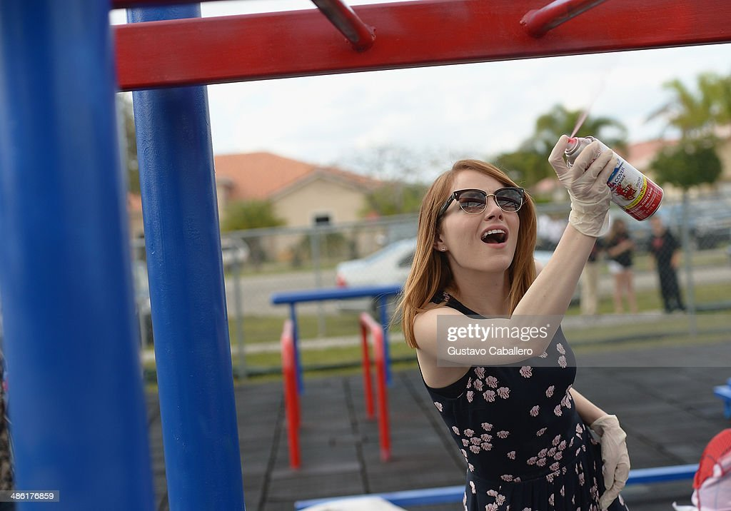 <a gi-track='captionPersonalityLinkClicked' href=/galleries/search?phrase=Emma+Stone&family=editorial&specificpeople=672023 ng-click='$event.stopPropagation()'>Emma Stone</a> attends Be Amazing 2014 Miami at Hialeah Gardens Elementary on April 22, 2014 in Hialeah, Florida.