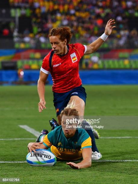Emma Tonegato of Australia dives over for a try during the Women's Rugby Sevens Quarter Final match between Australia and Spain on Day 2 of the 2016...