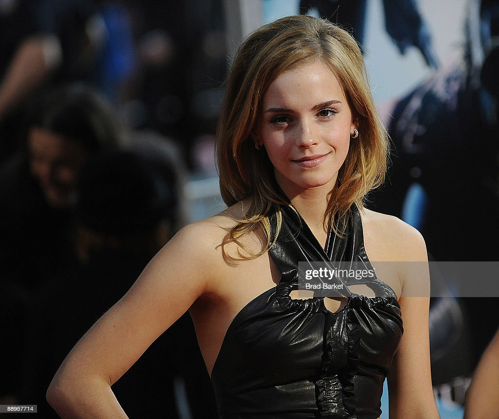 Emma Watson attends the premiere of 'Harry Potter and the Half-Blood Prince' at Ziegfeld Theatre on July 9, 2009 in New York City.