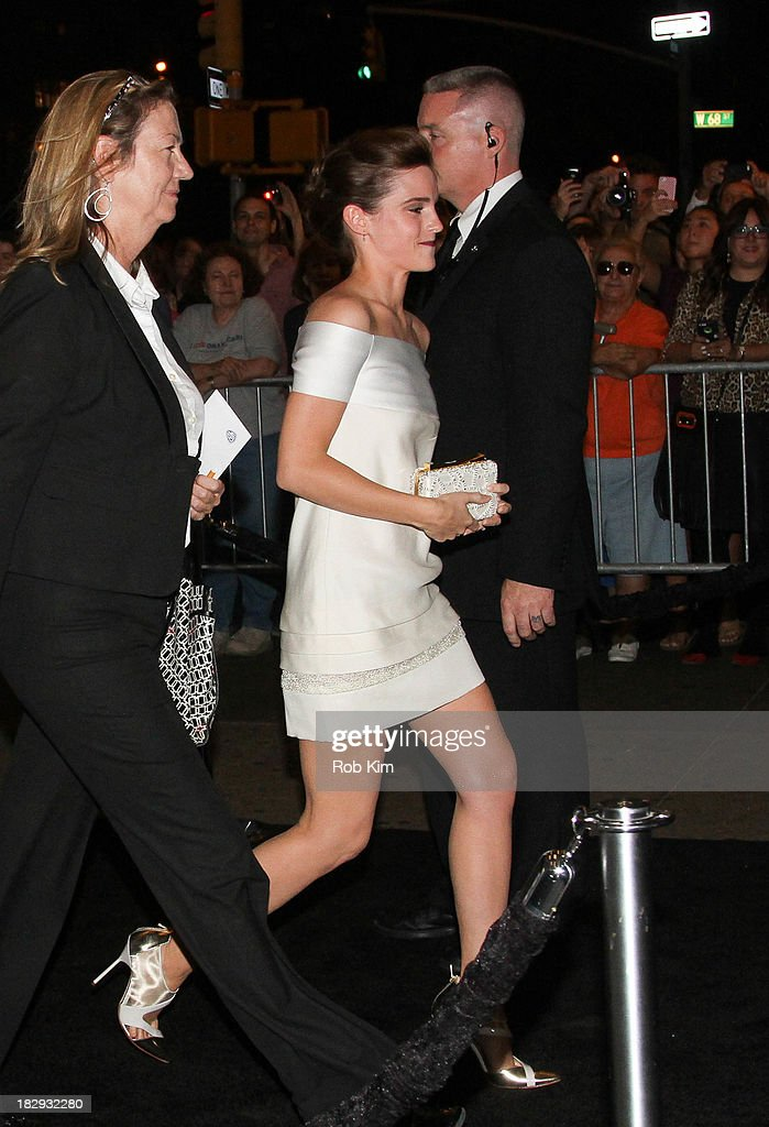 <a gi-track='captionPersonalityLinkClicked' href=/galleries/search?phrase=Emma+Watson&family=editorial&specificpeople=171373 ng-click='$event.stopPropagation()'>Emma Watson</a> greets fans during arrivals for the 'Gravity' premiere at AMC Lincoln Square Theater on October 1, 2013 in New York City.