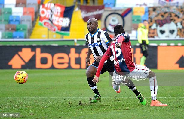 Emmanuel Agyemang Badu of Udinese Calcio competes with Ibrahima Mbaye of Bologna FC during the Serie A match between Udinese Calcio and Bologna FC at...