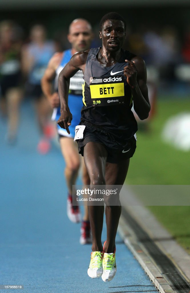<a gi-track='captionPersonalityLinkClicked' href=/galleries/search?phrase=Emmanuel+Bett&family=editorial&specificpeople=8720811 ng-click='$event.stopPropagation()'>Emmanuel Bett</a> of Kenya runs during the Zatopek Classic at Lakeside Stadium on December 8, 2012 in Melbourne, Australia.
