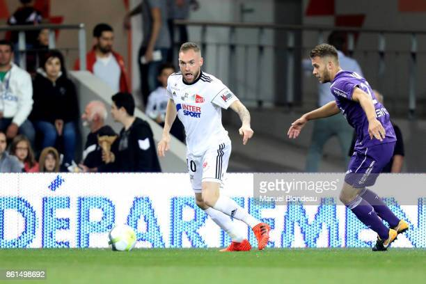 Emmanuel Bourgaud of Amiens during the Ligue 1 match between Toulouse and Amiens SC at Stadium Municipal on October 14 2017 in Toulouse