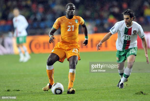 Emmanuel EBOUE / TIAGO Cote d'Ivoire / Portugal Coupe du Monde 2010 Match 13 Groupe G Nelson Mandela Bay Stadium Port Elizabeth Afrique du Sud Photo...