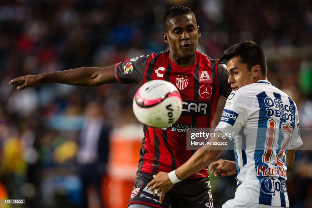 Emmanuel Garcia (R) of Pachuca struggles for the ball with Brayan Beckeles (L) of Necaxa during the 12th round match between Pachuca and Necaxa as part of the Torneo Apertura 2017 Liga MX at Hidalgo Stadium on September 30, 2017 in Pachuca, Mexico.