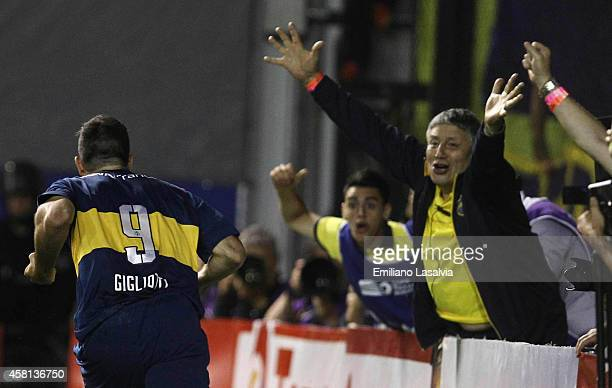 Emmanuel Gigliotti of Boca Juniors celebrates after scoring the opening goal during a first leg match between Boca Juniors and Cerro Porte–ño as part...
