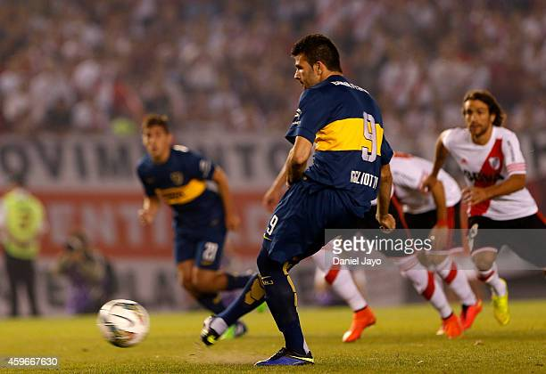 Emmanuel Gigliotti of Boca Juniors fails a penalty kick during a second leg semifinal match between River Plate and Boca Juniors as part of Copa...