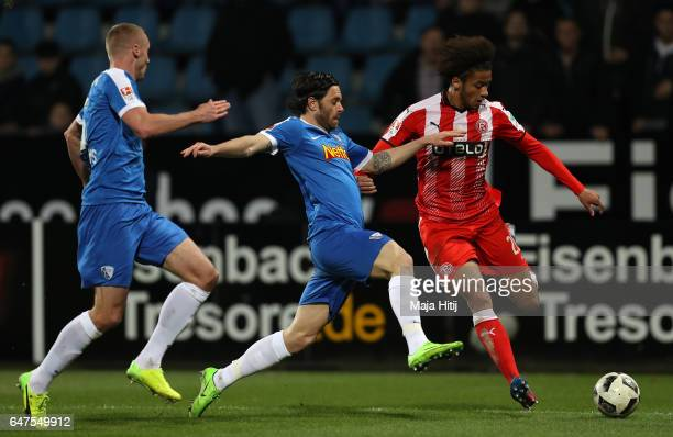 Emmanuel Iyoha of Duesseldorf is challenged by Tim Klaus Hoogland of Bochum during the Second Bundesliga match between VfL Bochum 1848 and Fortuna...