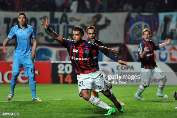 Emmanuel Mas of San Lorenzo scores his first goal and celebrates during a first leg semifinal match between San Lorenzo and Bolivar as part of Copa...