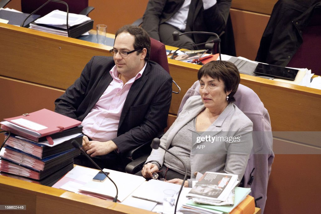 Emmanuel Maurel (PS), 9th vice-president, and Marie-Pierre de La Gontrie (PS), 1st vice-president in charge of Finance, attend a plenary session at the Regional Council of Ile-de-France on December 20, 2012 in Paris. AFP PHOTO EDOUARD DE MARESCHAL