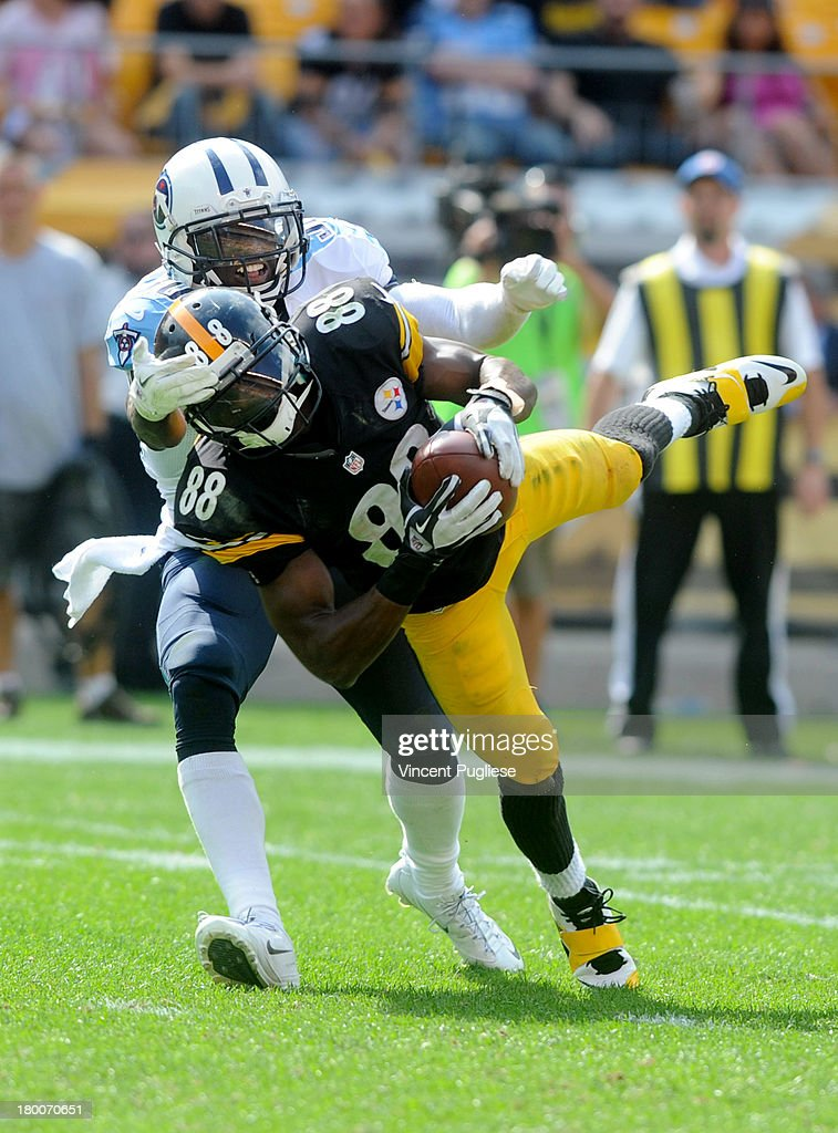 <a gi-track='captionPersonalityLinkClicked' href=/galleries/search?phrase=Emmanuel+Sanders&family=editorial&specificpeople=5798683 ng-click='$event.stopPropagation()'>Emmanuel Sanders</a> #88 of the Pittsburgh Steelers makes a diving catch against the Tennessee Titans during the fourth quarter at Heinz Field on September 8, 2013 in Pittsburgh, Pennsylvania.