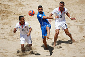 Emmanuele Zurlo of Italy battles for the ball with Cristian Sanchez and Greivin Pacheco during the Group B FIFA Beach Soccer World Cup match between...