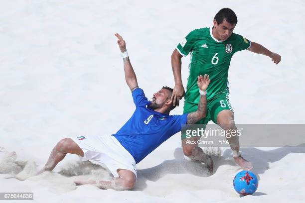 Emmanuele Zurlo of Italy is challenged by Gonzalo Pichardo of Mexico during the FIFA Beach Soccer World Cup Bahamas 2017 group B match between Italy...