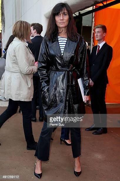 Emmanuelle Alt arrives at the Celine show as part of the Paris Fashion Week Womenswear Spring/Summer 2016 on October 4 2015 in Paris France