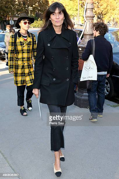 Emmanuelle Alt arrives at the Chloe show as part of the Paris Fashion Week Womenswear Spring/Summer 2016 on October 1 2015 in Paris France