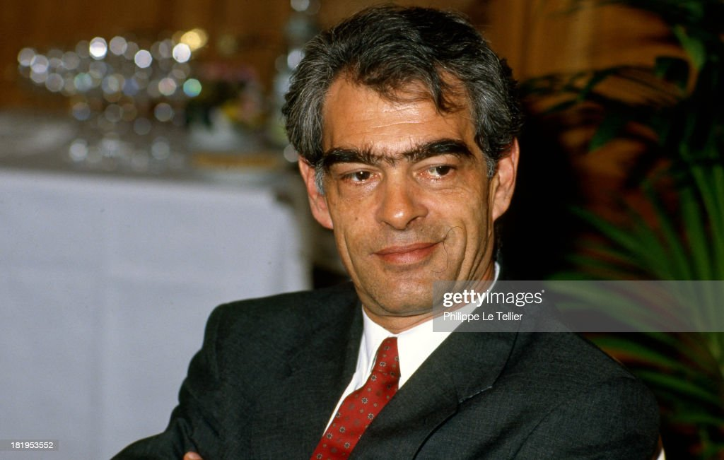 Emmanuelli, MP Landes, during dinner, Paris, France, in 1990 (Photo by Philippe Le Tellier/Getty Images) <a gi-track='captionPersonalityLinkClicked' href=/galleries/search?phrase=Henri+Emmanuelli&family=editorial&specificpeople=554955 ng-click='$event.stopPropagation()'>Henri Emmanuelli</a>, depute des Landes, au cours d'un diner, Paris, France, en 1990,