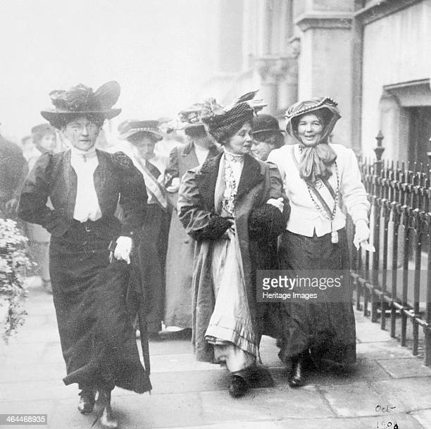 Emmeline Christabel Pankhurst released from Holloway Gaol London 22 December 1908 Emmeline Pankhurst and her daughter Christabel leading figures in...
