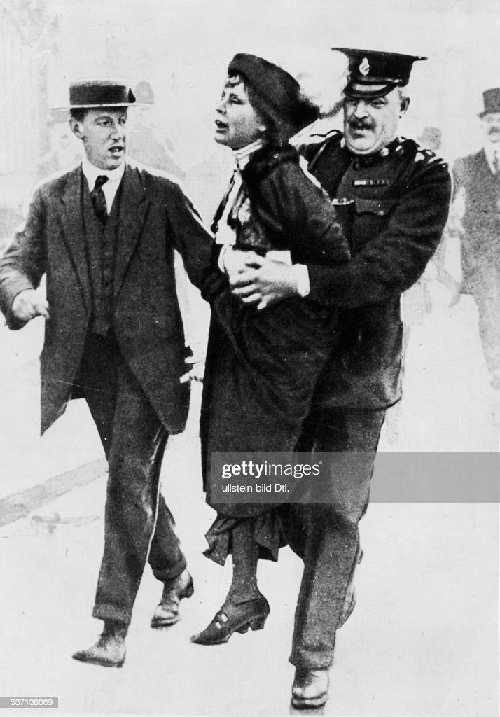 <a gi-track='captionPersonalityLinkClicked' href=/galleries/search?phrase=Emmeline+Pankhurst&family=editorial&specificpeople=226667 ng-click='$event.stopPropagation()'>Emmeline Pankhurst</a>, (*14.07.1858-+) , Suffragette, Feministin, Großbritannien, gründete 1889 zur Durchsetzung des, Frauenwahlrechts die `Women's Franchise, League' und 1903 die `Women's Social and, Political Union' ( Suffragetten ), wird während einer Demonstration, verhaftet und von einem Polizisten, davongetragen, - ca. 1914