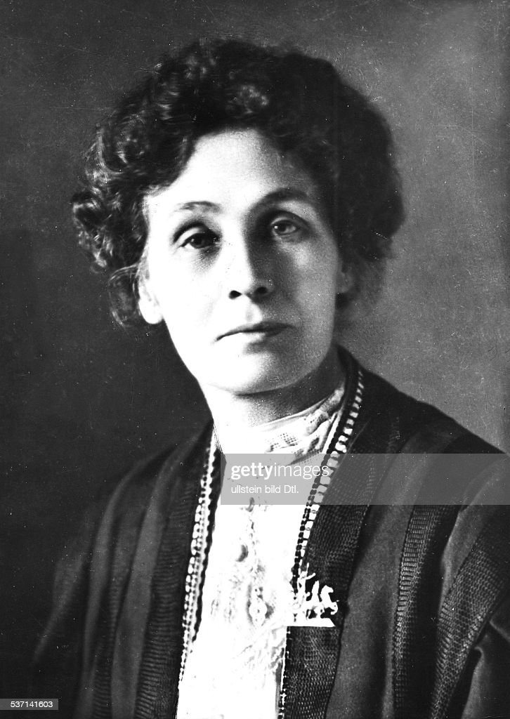 <a gi-track='captionPersonalityLinkClicked' href=/galleries/search?phrase=Emmeline+Pankhurst&family=editorial&specificpeople=226667 ng-click='$event.stopPropagation()'>Emmeline Pankhurst</a>, (*14.07.1858-+) , Suffragette, Feministin, Großbritannien, gründete 1889 zur Durchsetzung des, Frauenwahlrechts die `Women's Franchise, League' und 1903 die `Women's Social and, Political Union' ( Suffragetten ), Porträt in jüngeren Jahren, undatiert