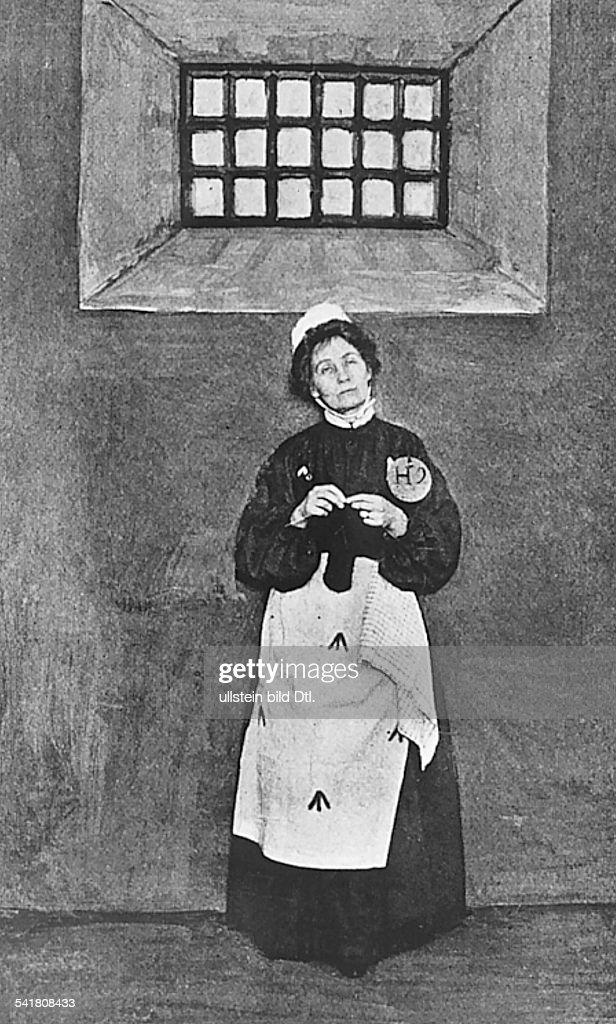 <a gi-track='captionPersonalityLinkClicked' href=/galleries/search?phrase=Emmeline+Pankhurst&family=editorial&specificpeople=226667 ng-click='$event.stopPropagation()'>Emmeline Pankhurst</a>*14.07.1858-+Suffragette, Feministin, Großbritanniengründete 1889 zur Durchsetzung desFrauenwahlrechts die `Women's FranchiseLeague' und 1903 die `Women's Social andPolitical Union' ( Suffragetten )im Gefängnis, stricktHintergrund gemalt- undatiert