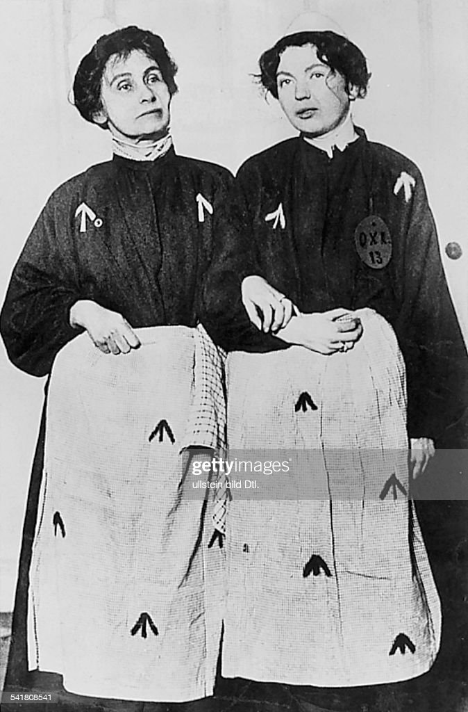 <a gi-track='captionPersonalityLinkClicked' href=/galleries/search?phrase=Emmeline+Pankhurst&family=editorial&specificpeople=226667 ng-click='$event.stopPropagation()'>Emmeline Pankhurst</a>*14.07.1858-+Suffragette, Feministin, Großbritanniengründete 1889 zur Durchsetzung desFrauenwahlrechts die `Women's FranchiseLeague' und 1903 die `Women's Social andPolitical Union' ( Suffragetten )mit ihrer Tochter Christabel(Frauenrechtlerin, 1880 - 1958) imGefängnis- vermutlich um 1913