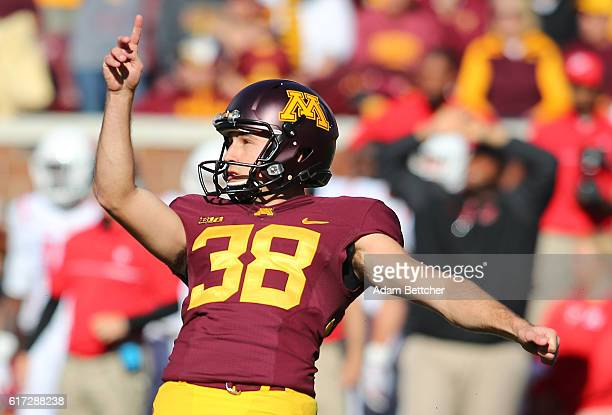 Emmit Carpenter of the Minnesota Golden Gophers scores the game winning field goal against Rutgers Scarlet Knights in the fourth quarter at TCF Bank...
