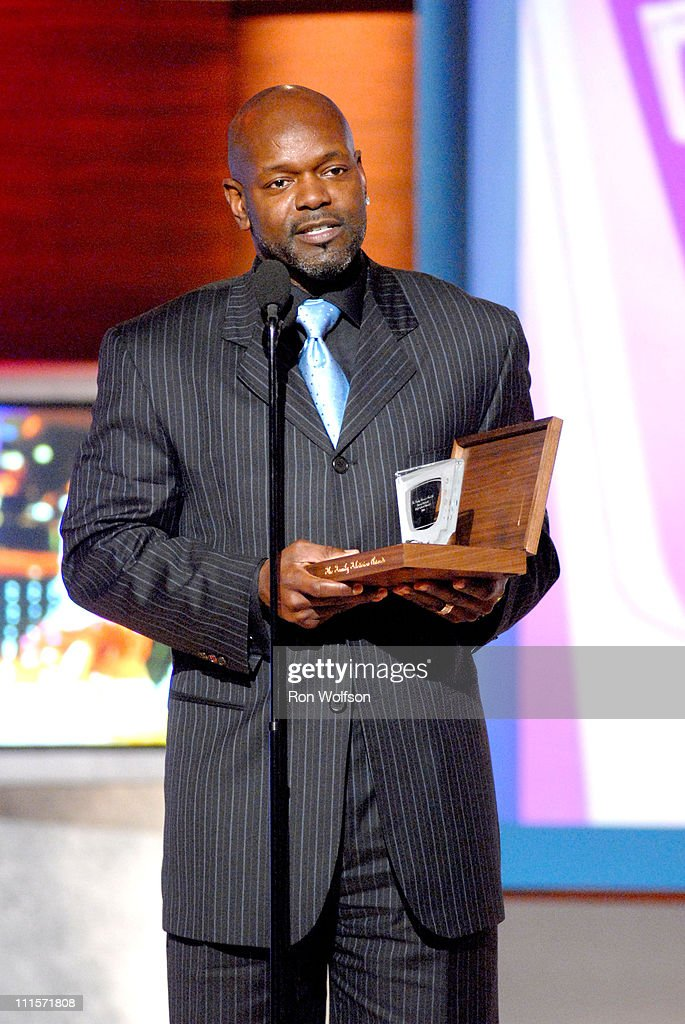 Emmitt Smith Accepting The Award For The Best Reality ShowDancing With The Stars