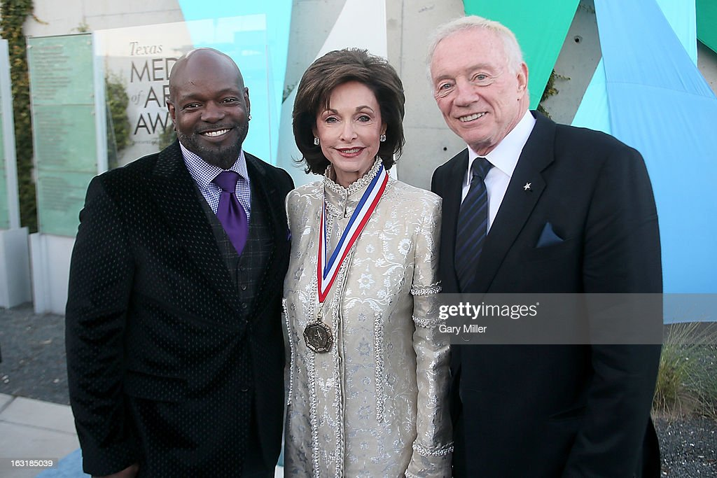 <a gi-track='captionPersonalityLinkClicked' href=/galleries/search?phrase=Emmitt+Smith&family=editorial&specificpeople=201615 ng-click='$event.stopPropagation()'>Emmitt Smith</a>, Gene Jones and <a gi-track='captionPersonalityLinkClicked' href=/galleries/search?phrase=Jerry+Jones+-+American+Football+Team+Owner&family=editorial&specificpeople=11445386 ng-click='$event.stopPropagation()'>Jerry Jones</a> walk the red carpet before the Texas Medal of Arts Awards show at The Long Center on March 5, 2013 in Austin, Texas.