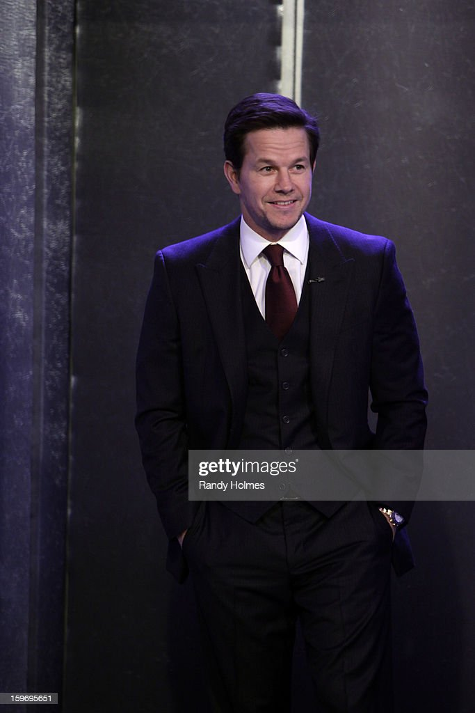 LIVE - Emmy Award-nominated 'Jimmy Kimmel Live' airs every weeknight (11:35 p.m. - 12:41 a.m., ET), packed with hilarious comedy bits and features a diverse lineup of guests including celebrities, athletes, musicians, comedians and humorous human interest subjects. The guests for THURSDAY, JANUARY 17 included actor Mark Wahlberg ('Broken City'), actress Jennifer Lopez ('Parker') and Science Bob Pflugfelder. MARK