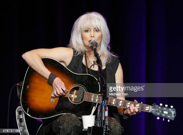Emmylou Harris Photos et images de collection | Getty Images Emmylou Harris Country Radio