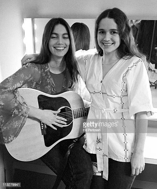 Emmylou Harris poses backstage with Nicolette Larson on February 3 1977 in San Rafael California