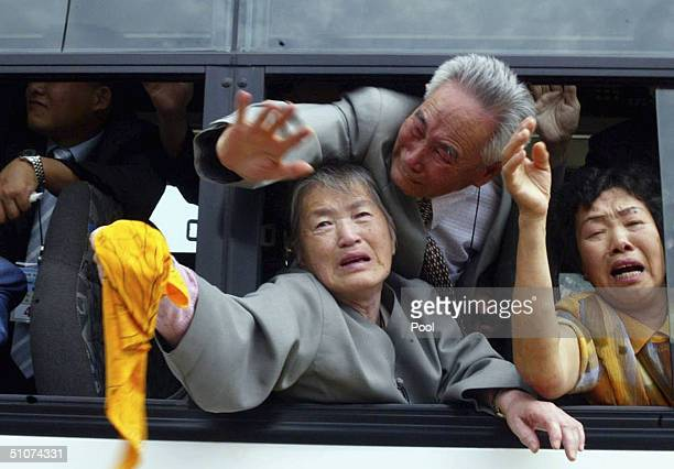 Emotional South Koreans bid farewell to their separated North Korean families following their reunion on July 16 2004 in Diamond Mountain resort in...