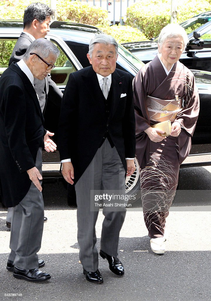 <a gi-track='captionPersonalityLinkClicked' href=/galleries/search?phrase=Emperor+Akihito&family=editorial&specificpeople=14011468 ng-click='$event.stopPropagation()'>Emperor Akihito</a> (C) and <a gi-track='captionPersonalityLinkClicked' href=/galleries/search?phrase=Empress+Michiko&family=editorial&specificpeople=158725 ng-click='$event.stopPropagation()'>Empress Michiko</a> (R) are seen on arrival at the Japan Academy Award at the Japan Academy on June 27, 2016 in Tokyo, Japan.