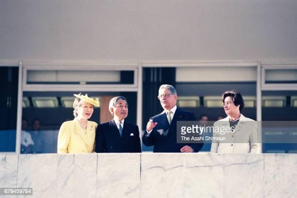 Emperor Akihito and Empress Michiko attend the welcome ceremony with Brazilian President Fernando Henrique Cardoso and his wife Ruth Cardoso at...