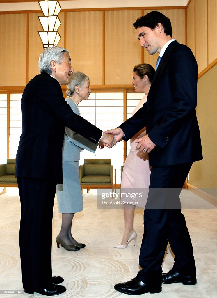 <a gi-track='captionPersonalityLinkClicked' href=/galleries/search?phrase=Emperor+Akihito&family=editorial&specificpeople=14011468 ng-click='$event.stopPropagation()'>Emperor Akihito</a> (1st L) and <a gi-track='captionPersonalityLinkClicked' href=/galleries/search?phrase=Empress+Michiko&family=editorial&specificpeople=158725 ng-click='$event.stopPropagation()'>Empress Michiko</a> (2nd L) greet Canadian Prime Minister <a gi-track='captionPersonalityLinkClicked' href=/galleries/search?phrase=Justin+Trudeau&family=editorial&specificpeople=2616495 ng-click='$event.stopPropagation()'>Justin Trudeau</a> (1st R) and his wife Sophie Gregoire-Trudeau (2nd R) prior to their meeting at the Imperial Palace on May 24, 2016 in Tokyo, Japan. The Group of Seven summit takes place on May 26 and 27.