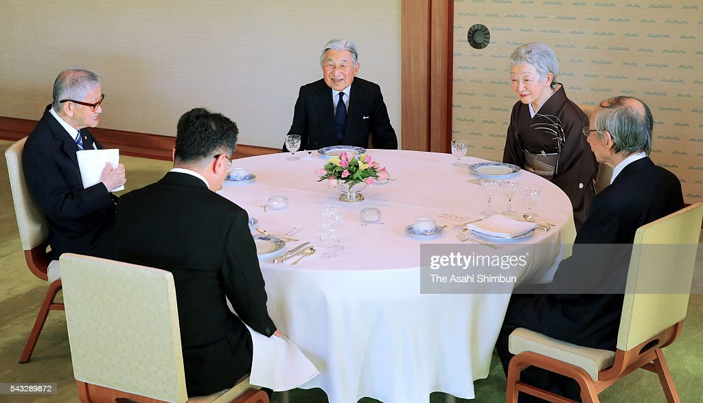 <a gi-track='captionPersonalityLinkClicked' href=/galleries/search?phrase=Emperor+Akihito&family=editorial&specificpeople=14011468 ng-click='$event.stopPropagation()'>Emperor Akihito</a> (C) and <a gi-track='captionPersonalityLinkClicked' href=/galleries/search?phrase=Empress+Michiko&family=editorial&specificpeople=158725 ng-click='$event.stopPropagation()'>Empress Michiko</a> (2nd R) talk with guests at a tea party inviting the Japan Academy Awards laureates at the Imperial Palace on June 27, 2016 in Tokyo, Japan.