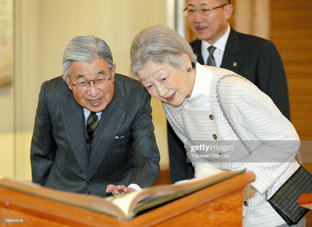 Emperor Akihito and <a gi-track='captionPersonalityLinkClicked' href=/galleries/search?phrase=Empress+Michiko&family=editorial&specificpeople=158725 ng-click='$event.stopPropagation()'>Empress Michiko</a> visits the exhibition 'The John Gould Bird Series' at Tamagawa University Education Museum on January 14, 2013 in Machida, Tokyo, Japan.