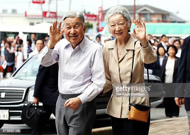 Emperor Akihito and Empress Michiko wave to wellwishers on arrival at Nasushiobara Station on July 25 2016 in Nasushiobara Tochigi Japan The royal...