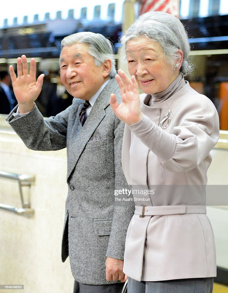 Emperor Akihito and <a gi-track='captionPersonalityLinkClicked' href=/galleries/search?phrase=Empress+Michiko&family=editorial&specificpeople=158725 ng-click='$event.stopPropagation()'>Empress Michiko</a> wave to well-wishers upon arrival at Tokyo Station on March 28, 2013 in Tokyo, Japan.