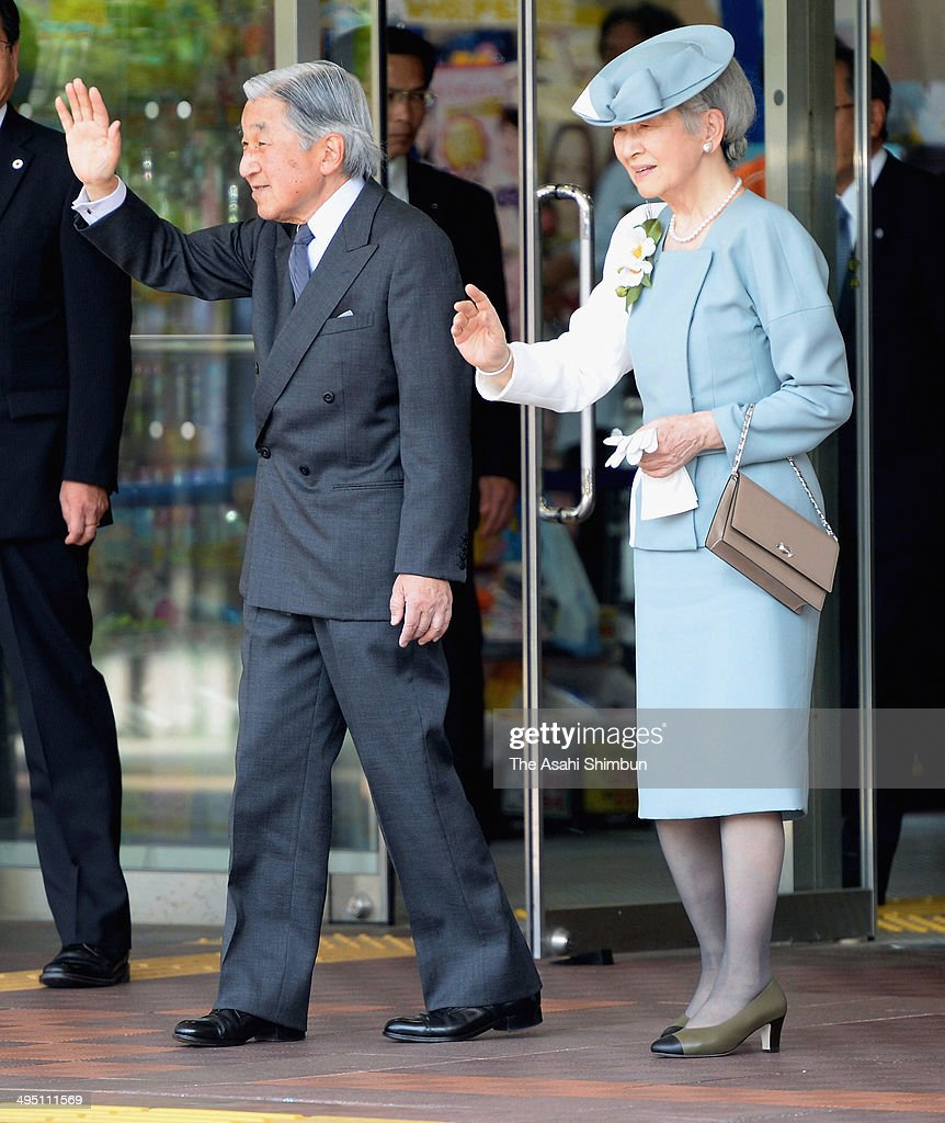 Emperor Akihito and <a gi-track='captionPersonalityLinkClicked' href=/galleries/search?phrase=Empress+Michiko&family=editorial&specificpeople=158725 ng-click='$event.stopPropagation()'>Empress Michiko</a> wave to well-wishers upon arrival at Nagaoka Station on May 31, 2014 in Nagaoka, Niigata, Japan.