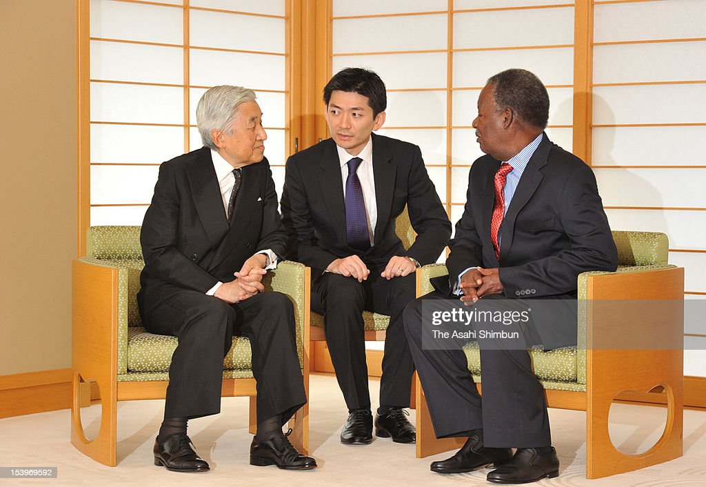 Emperor Akihito (L) and Zambian President Michael Chilufya Sata (R) speak during their meeting at the Imperial Palace on October 11, 2012 in Tokyo, Japan. Sata is on the 6-day tour in Japan.