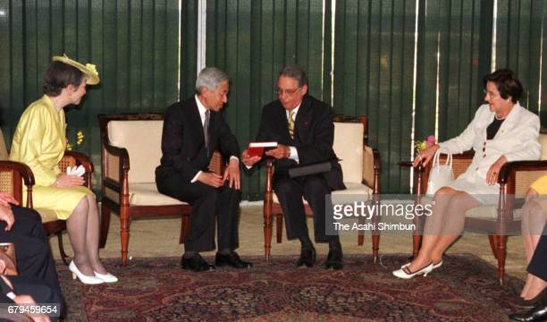 Emperor Akihito Empress Michiko Brazilian President Fernando Henrique Cardoso and his wife Ruth Cardoso talk during their meeting at presidential...