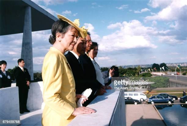 Emperor Akihito Empress Michiko Brazilian President Fernando Henrique Cardoso and his wife Ruth Cardoso attend the welcome ceremony at presidential...