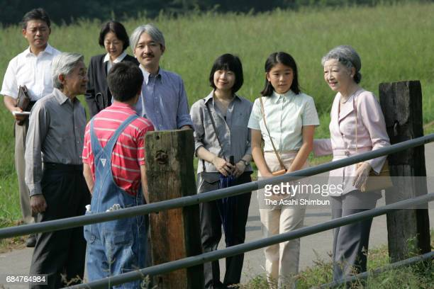 Emperor Akihito Empress Michiko Prince Akishino Princess Sayako and Prinecss Mako of Akishino talk with a local resident while their stay at the Nasu...