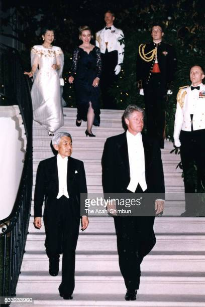 Emperor Akihito US President Bill Clinton Empress Michiko and Hillary Clinton are seen prior to the state dinner at the Rose Garden of the White...
