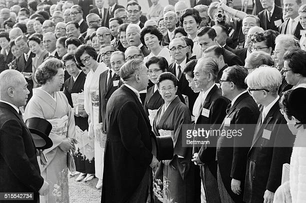 Emperor and prize winner Tokyo At a garden party here November 8th Emperor Hirohito and Empress Nagako congratulate Japanese novelist Yasunari...